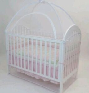 Pest/Pet cover for baby's cot