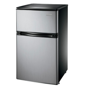 Réfrigérateur compact de 3pi à congélateur supérieur d'Insignia