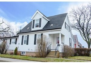 Beautiful Family Home 121 Garside Ave N