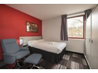 STUDENT ROOM TO RENT IN CAMBRIDGE. DELUXE ROOM WITH OWN BATHROOM, OWN KITCHEN, FLAT SCREEN TV