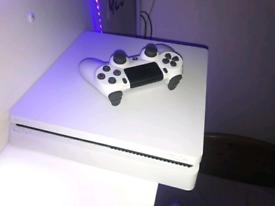 PS4 slim 500gb in white with original box