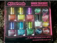 Flash mob 13 piece nail lacquer kit and deco glitter