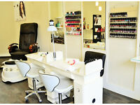 NAIL TABLE FOR RENT