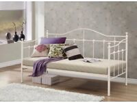 Day bed including mattress