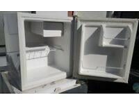 """""""ONLY2DAY""""CHEAP AS CHIPS FRIDGEMASTER TABLE TOP FRIDGE SUPER CONDITION SERVICED £24.99"""