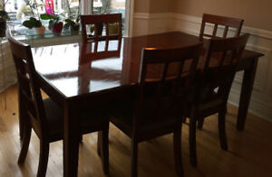 8 piece Dining Table & 6 Chairs with Leaf