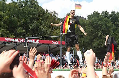 Unvergessen: Unsere WM Helden lassen sich 2014 in Berlin feiern. (Foto: Imago)