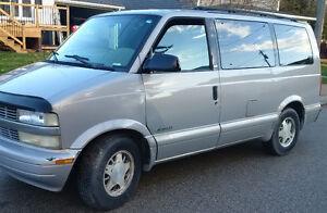 2000 Chevrolet Astro LT Minivan, Van