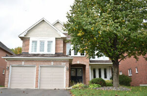 Beautiful Detach House in Newmarket/ 4 Beds/3 Wash!