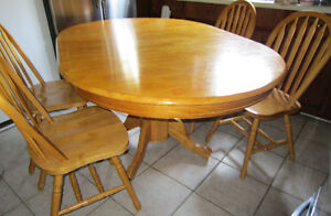 ** TABLE SET ~~ 4 CHAIRS~~MAPLE~~HARDWOOD~~EXCELLNT CONDITION