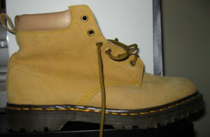 Dr. Martens Men Combat Boot, new, made in UK