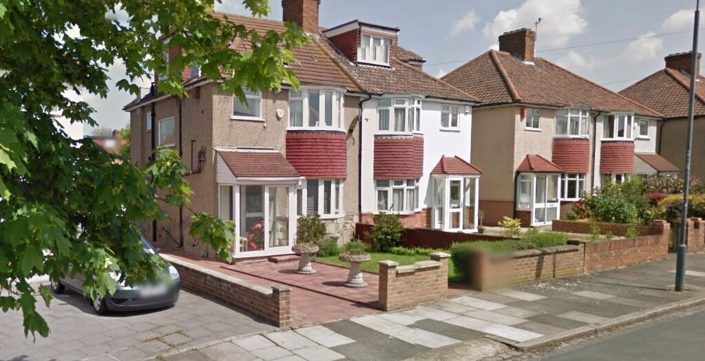 **IMMACULATE 3 BEDROOM HOUSE IN HARRADEN ROAD BLACKHEATH SE3..AVAILABLE NOW**