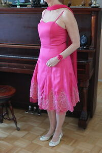 ROBE BUSTIER, ROSE CORAIL. TAILLE 8