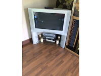"""old tv on stand 32"""""""