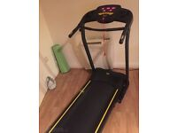 Everlast Treadmill with aux lead, built in speakers and safety cord
