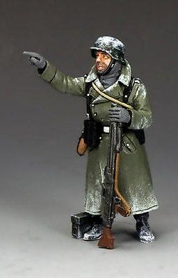 KING AND COUNTRY WW11  BATTLE BULGE  STANDING TANK RIDER BBG073 METAL 1.30 SCALE