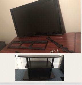 """32"""" LG TV with extras"""
