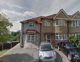Studio flat in Twickenham Gardens, Greenford, UB6