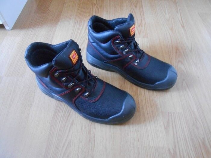 Brand NEW Safety Shoes Size 9