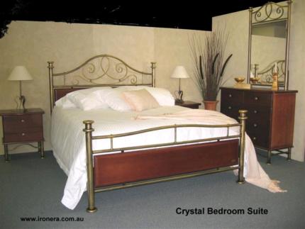 Bedroom suite queen