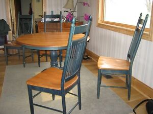 Maple oval Pedestal Table and 4 Chairs
