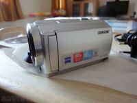SONY HANDYCAM (MINI) CAMCORDER DCR-SR58 ...80GB (61hrs hd) RRP£200+ INC TRIPOD, CARRYCASE, EXTRAS