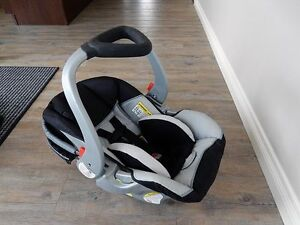 Baby rear facing car seat newborn - 25lbs...excellent condition