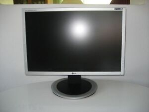 LG LCD monitor for sale - EXCELLENT CONDITION!
