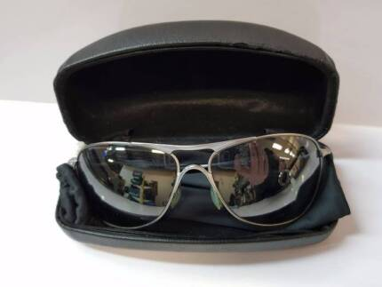 OAKLEY CROSSHAIR SUNGLASSES WITH CASE #130194