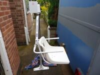 OXFORD MERMAID ELECTRIC BATH LIFT WITH STANDARD CHAIR WITH FITTED WITH BRAND NEW BATTERIES