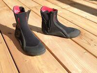 Kids wetsuit boots size 1