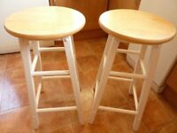 2 X BREAKFAST BAR WOODEN STOOLS APPROX 60CM IN GOOD CONDITION