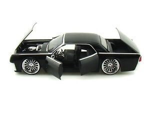 Jada 1/24 Scale 1963 Lincoln Continental Black Diecast Car Model 90607