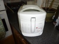 SWAN DEEP FAT FRYER IN WHITE IN GOOD WORKING ORDER