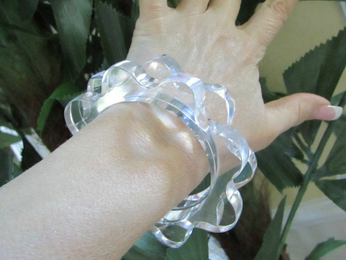 LUCITE LOVERS Pair of Clear Lucite Daisy Bangle Bracelets 2 PC Lot