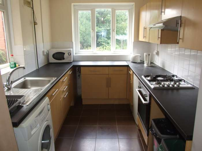4 bedroom house in Wyeverne Road, Cathays, Cardiff, CF24 4BG