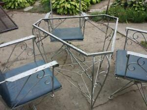 REDUCED - VINTAGE WROUGHT IRON SET-Blenheim