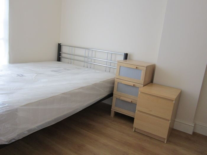 £250 / w - One bedroon flat located short walk from Kensington Olympia