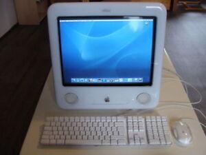 Apple eMac G4 700 Mhz 17 pouces