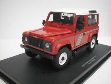 Universal Hobbies - 1:18 - Land Rover Defende 90 Country Sta