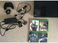 Xbox One 500GB, 4 games, cables, 1 controller