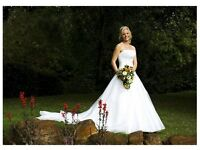 Beautiful Maggie Sottero Wedding Dress Size 6-10, Original Price £2,000 (full length veil available)
