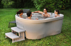 Urbania plug 'n' play hot tub - Financing available - $52/MTH