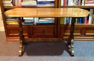 Table d'appoint antique en bois massif
