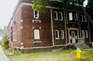 Large 2 Bedroom Units / 130 Erie West and 993 Pelissier / $750+