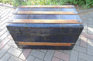 Steamer trunk, Coffee table, Antique trunk, Antique chest. London Ontario image 2
