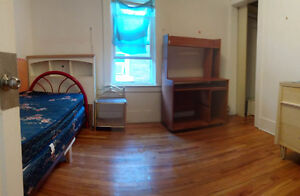 Bright Student Rooms for Rent, 5 min Walk to U of W