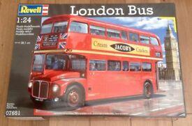REVELL 1/24 Routemaster London Bus Model