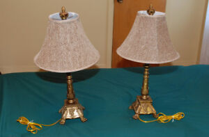 2 lampes de table. Base en fer.