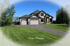 Beautiful Vista Meadows Acreage - 5 Bedroom Home with Pool!!